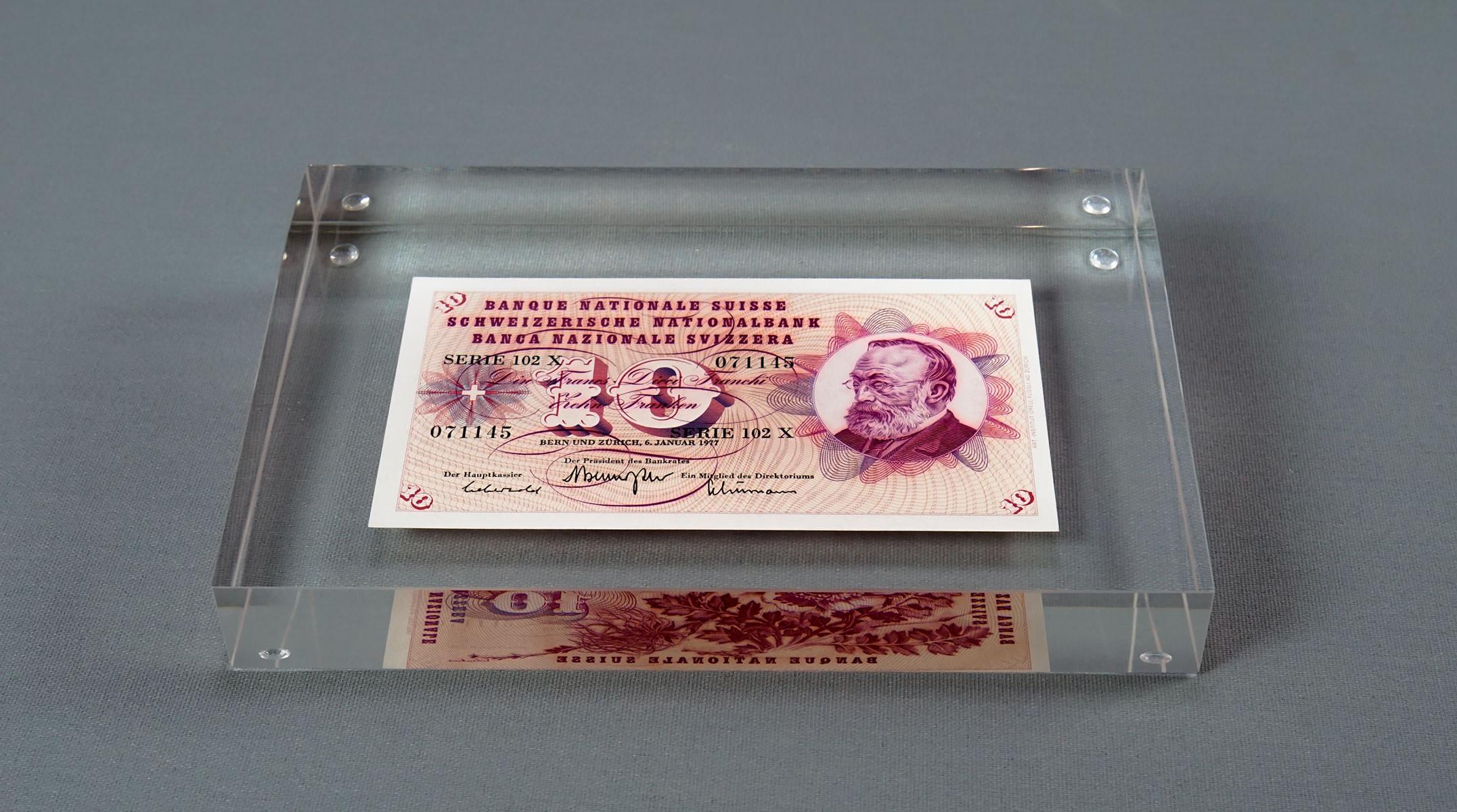 Presse-papier avec billet de banque (2018)