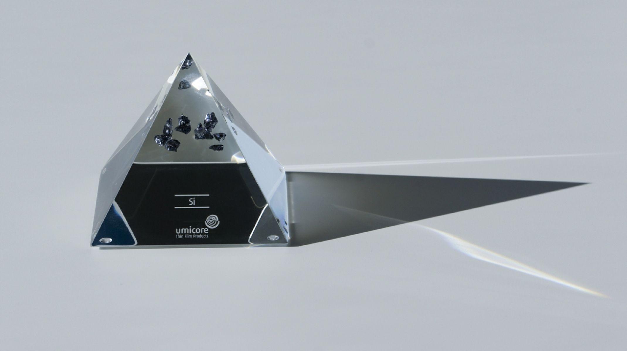 Pyramide en verre acrylique